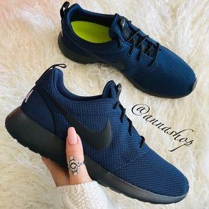 NWT Custom Nike ID Roshe One USA